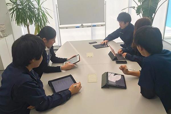 【ミーティング】希望者にはiPadとApplePencilを貸与しています!迅速な情報共有の必須アイテムになってます★