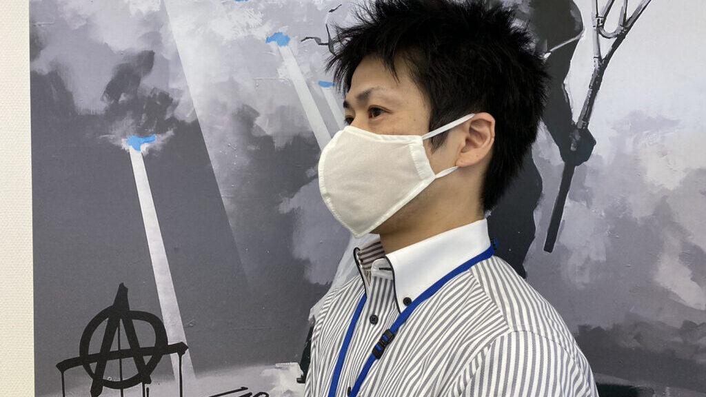 高機能マスク「エアトール」の装着例(白)